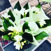 🇮🇹 Grazie ! Un grand merci à tous d'être venu hier midi pour la fêtes des mamans. La bonne humeur était au rendez vous, chaque maman a pu repartir avec sa petite fleur 🌷. D'ailleurs merci au Présent Composé elles étaient magnifiques ! 💐  Désolé à ceux que nous n'avons pas pu recevoir faute de place mais ce n'est que partie remise 😉 A très vite 🍕🍝
