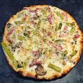 🍕🇮🇹 Pizza Bosco : Crème, gruyère, lardons, asperges vertes, champignons. Notre suggestion du jour !